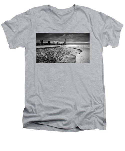 Mundesley Beach - Mono Men's V-Neck T-Shirt