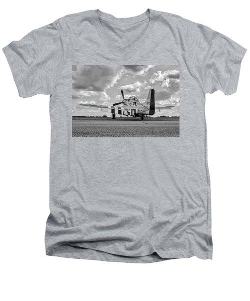 Mustang On The Ramp Men's V-Neck T-Shirt