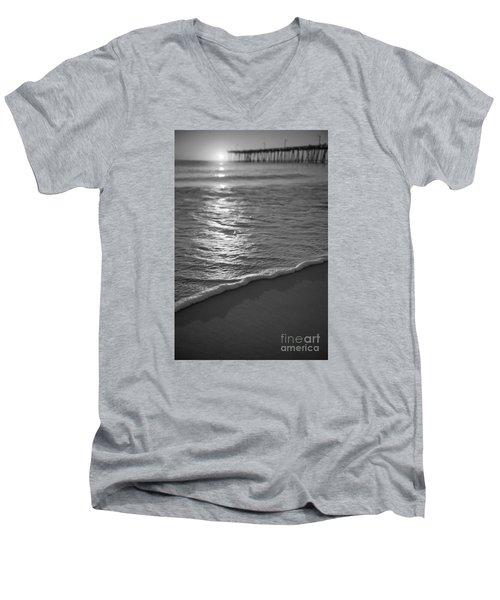 Nags Head First Light Bw Men's V-Neck T-Shirt