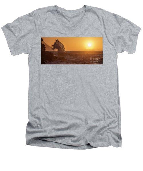 Napali Coast Kauai Hawaii Wave Explosion Iv Men's V-Neck T-Shirt