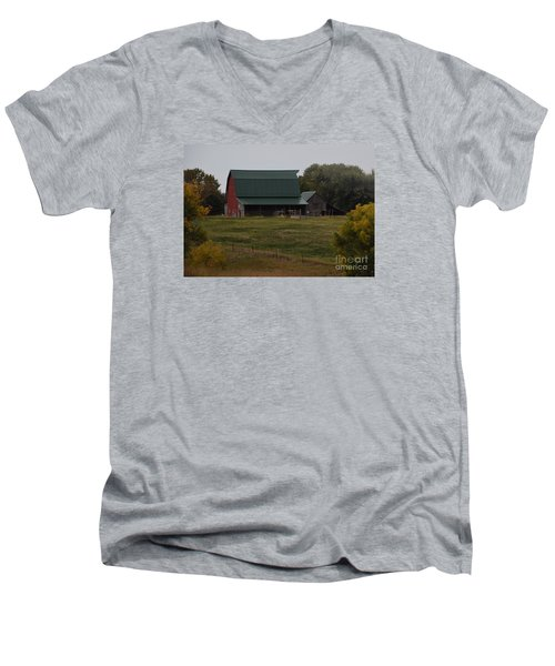 Nebraska Barn Men's V-Neck T-Shirt