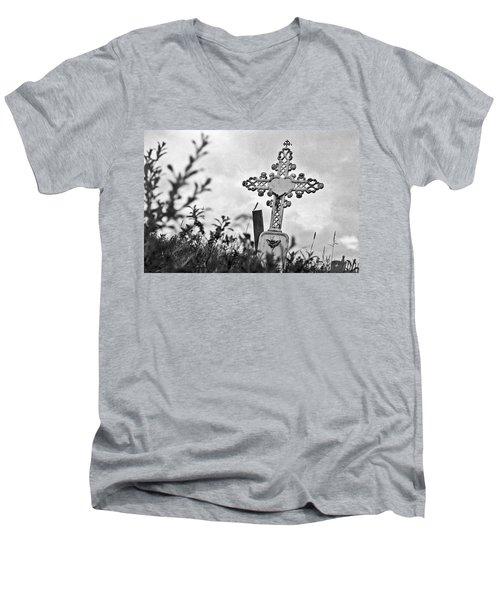 Men's V-Neck T-Shirt featuring the photograph Nome by Laurie Stewart
