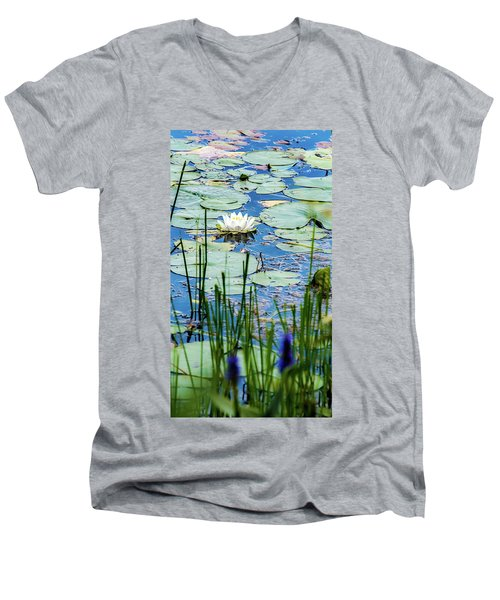 North American White Water Lily Men's V-Neck T-Shirt
