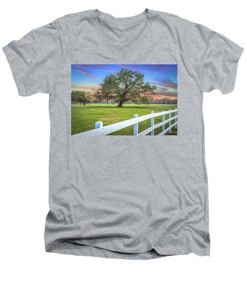 Oak Alley Signature Tree At Sunset Men's V-Neck T-Shirt