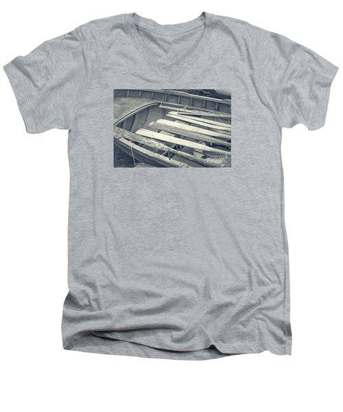 Oars Men's V-Neck T-Shirt