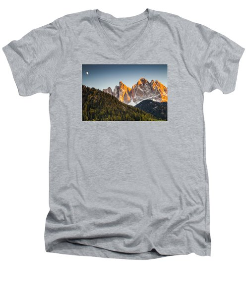 Odle Peaks Men's V-Neck T-Shirt