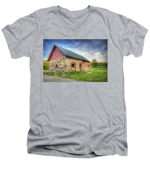 Old Barn At Dusk Men's V-Neck T-Shirt