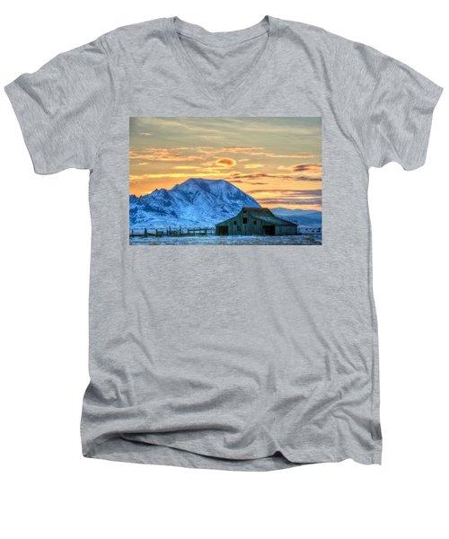 Old Barn Men's V-Neck T-Shirt