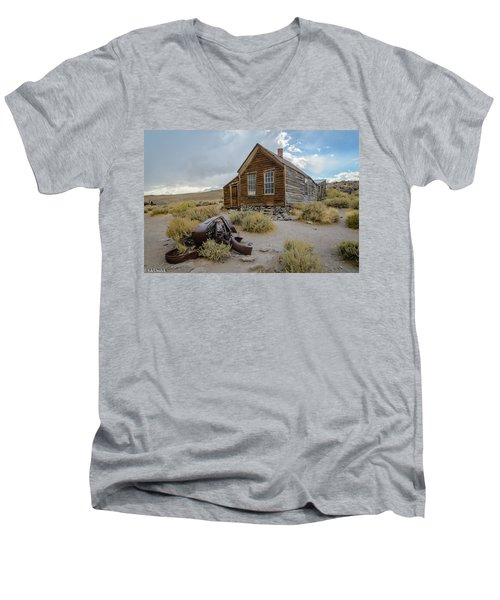 Old Bodie House II Men's V-Neck T-Shirt