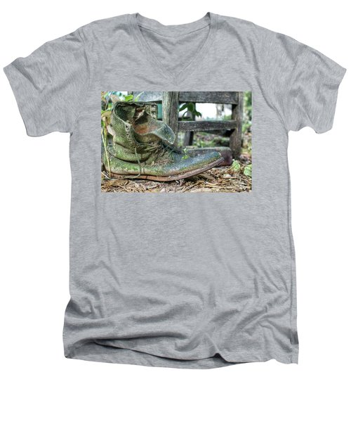 Old Boot Men's V-Neck T-Shirt
