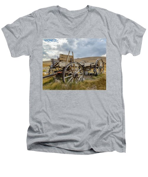 Old Buckboard Wagon Men's V-Neck T-Shirt