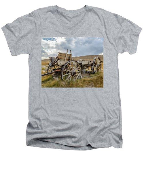 Old Buckboard Wagon Men's V-Neck T-Shirt