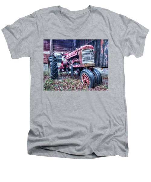 Old Farm Tractor Men's V-Neck T-Shirt