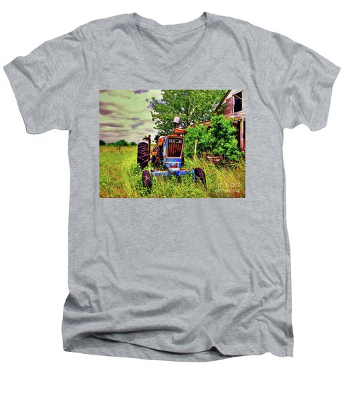 Old Ford Tractor Men's V-Neck T-Shirt