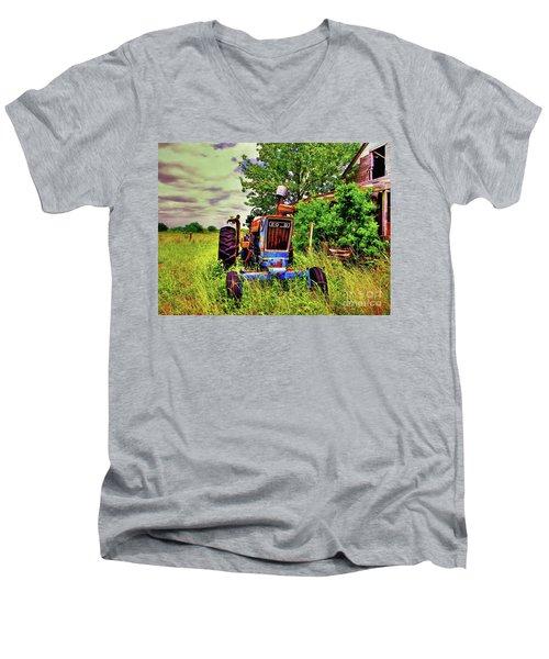 Old Ford Tractor Men's V-Neck T-Shirt