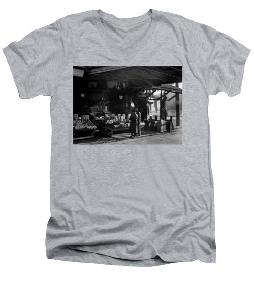 Old French Market Men's V-Neck T-Shirt