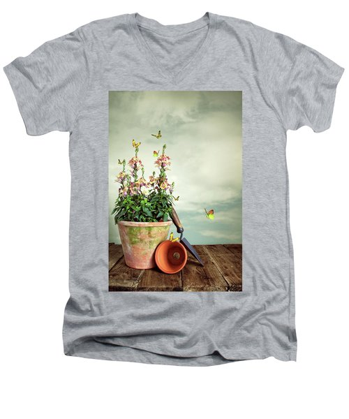 Old Plant Pot Men's V-Neck T-Shirt