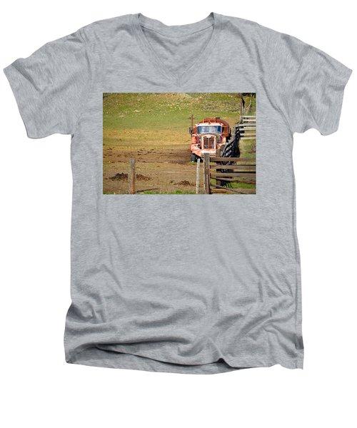 Old Pump Truck Men's V-Neck T-Shirt