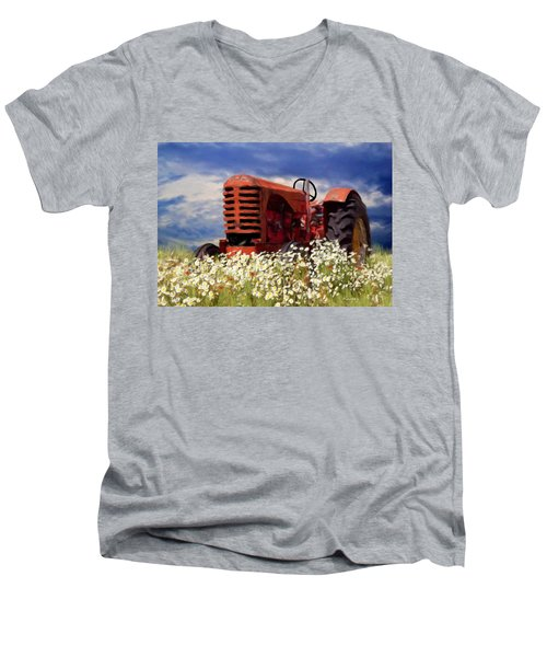 Old Red Tractor Men's V-Neck T-Shirt