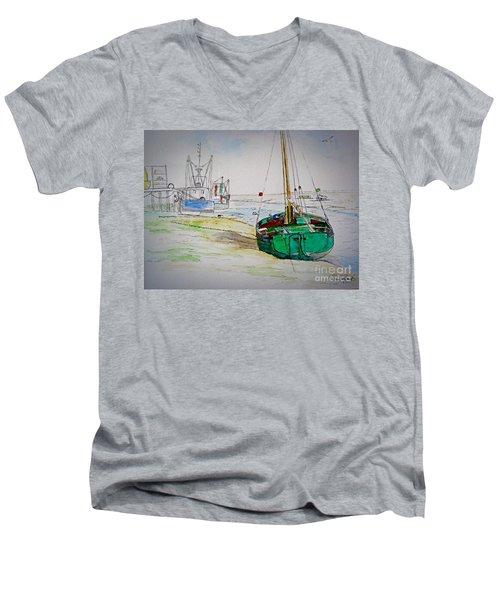 Old River Thames Fishing Boat Men's V-Neck T-Shirt
