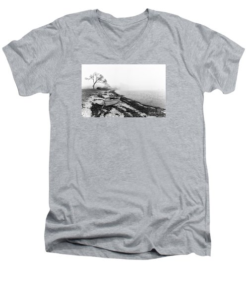 Old Rowing Boat Men's V-Neck T-Shirt