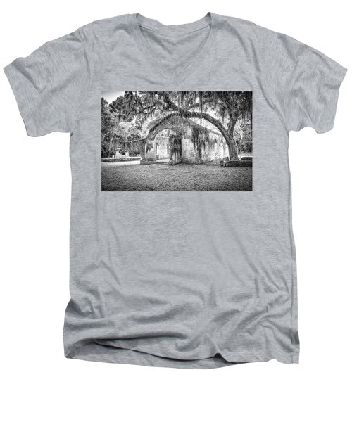 Old Tabby Church Men's V-Neck T-Shirt