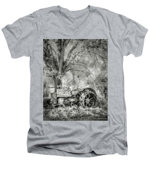 Old Tractor Men's V-Neck T-Shirt
