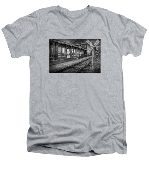 Old Train Station With Crossing Sign In Black And White Men's V-Neck T-Shirt
