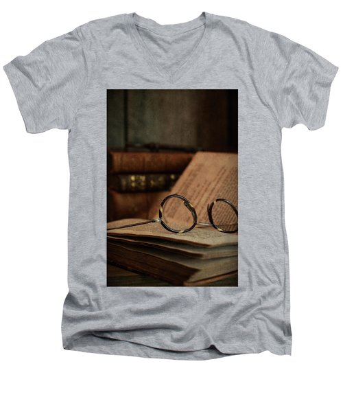 Old Vintage Books With Reading Glasses Men's V-Neck T-Shirt