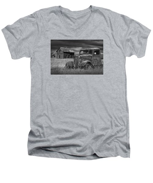 Old Vintage Pickup In Black And White By An Abandoned Farm House Men's V-Neck T-Shirt