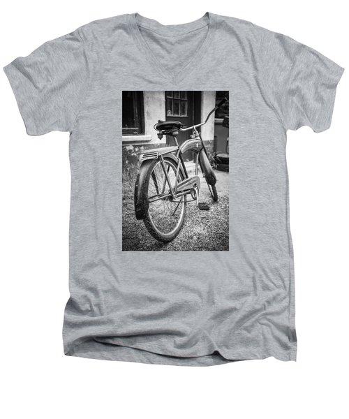 Old Wheels Men's V-Neck T-Shirt