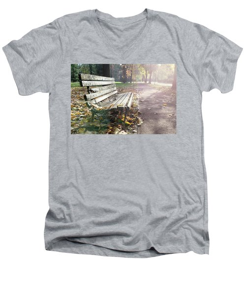 Rustic Wooden Bench During Late Autumn Season On Bright Day Men's V-Neck T-Shirt