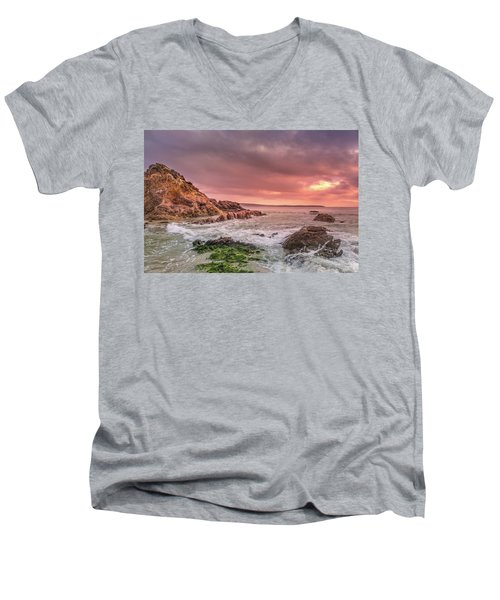 Pambula Rocks Men's V-Neck T-Shirt