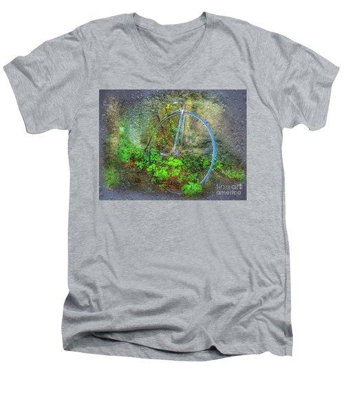 Past Times Men's V-Neck T-Shirt