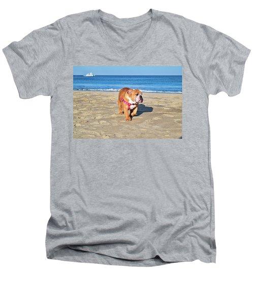Peanut On The Beach Men's V-Neck T-Shirt