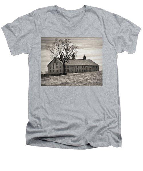 Men's V-Neck T-Shirt featuring the digital art Pennsylvania Barn by Robert Geary