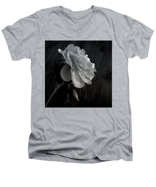 Peonie Men's V-Neck T-Shirt
