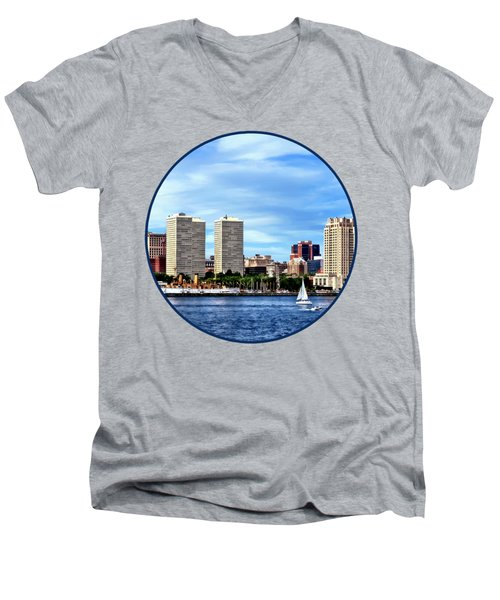 Philadelphia Pa Skyline Men's V-Neck T-Shirt