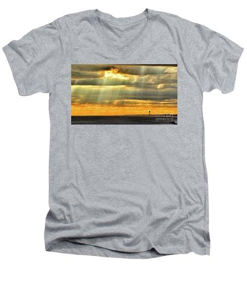 Pier Rays Men's V-Neck T-Shirt