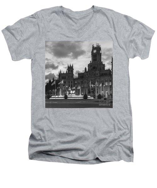 Plaza De Cibeles Fountain Madrid Spain Men's V-Neck T-Shirt