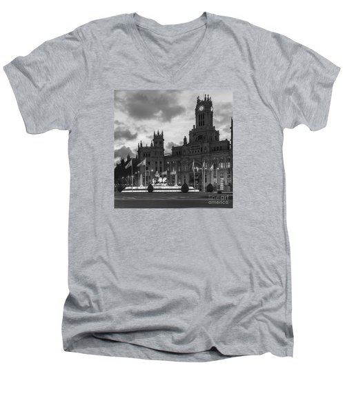 Plaza De Cibeles Fountain Madrid Spain Men's V-Neck T-Shirt