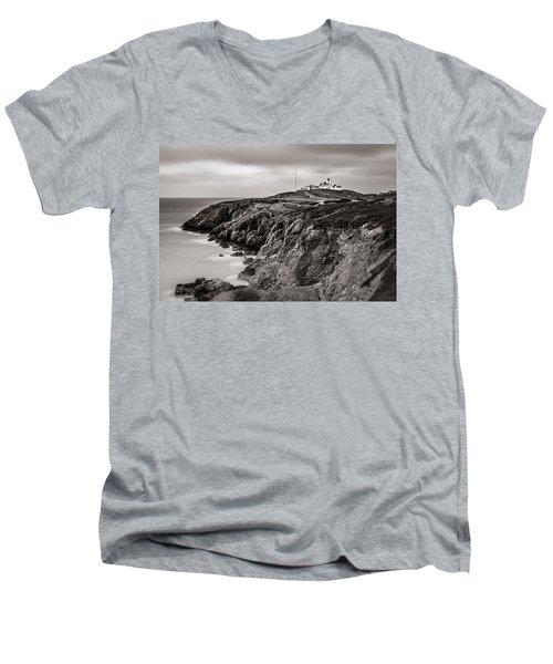 Point Lynas Lighthouse In Llaneilian On Anglesey Men's V-Neck T-Shirt