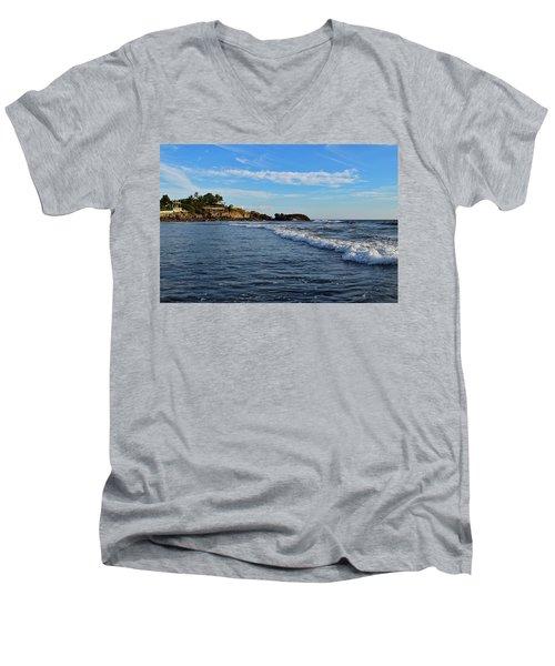 Poneloya Beach Before Sunset Men's V-Neck T-Shirt