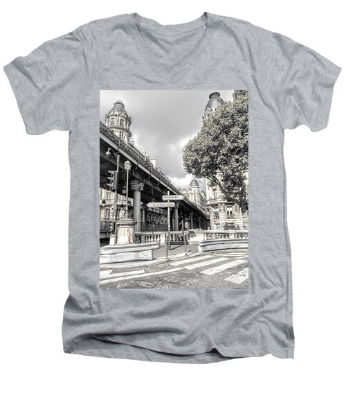 Pont De Bir-hakeim, Paris, France Men's V-Neck T-Shirt
