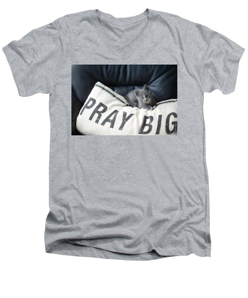 Pray Big Men's V-Neck T-Shirt