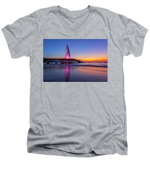 Puesta De Sol En La Playa De Los Murtos Men's V-Neck T-Shirt by Edward Kreis