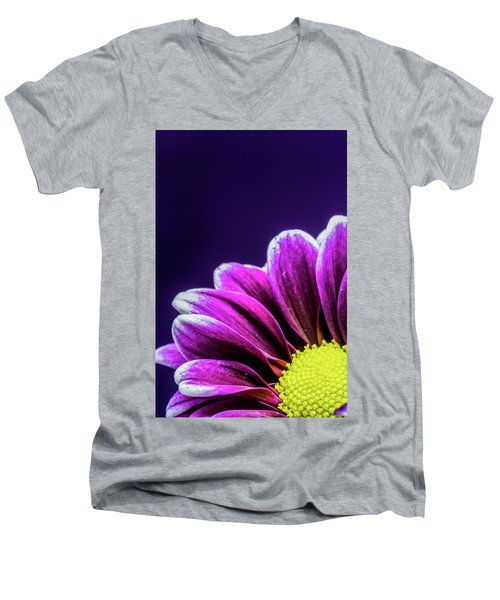 Purple Daisy Being Shy Men's V-Neck T-Shirt