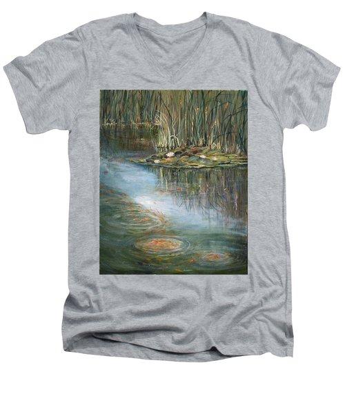 Quintessence Men's V-Neck T-Shirt