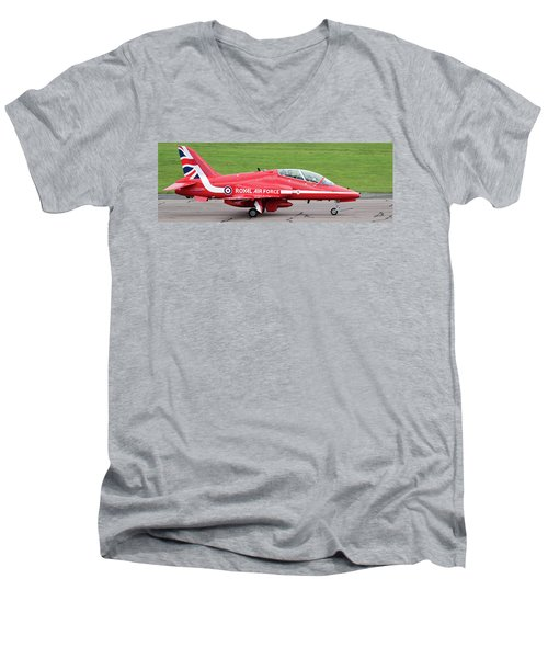 Raf Scampton 2017 - Red Arrows Xx322 Sitting On Runway Men's V-Neck T-Shirt
