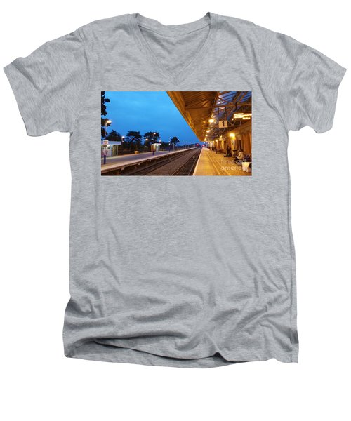 Railway Vanishing Point Men's V-Neck T-Shirt